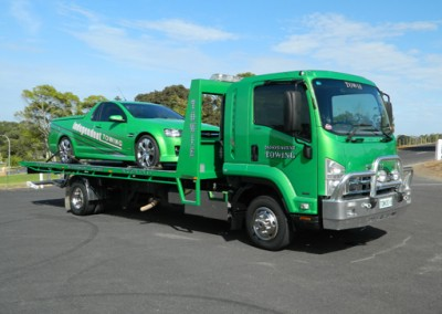 Mt Gambier towing tow truck with Independent towing Mt Gambier's signwritten ute on tilt tray truck